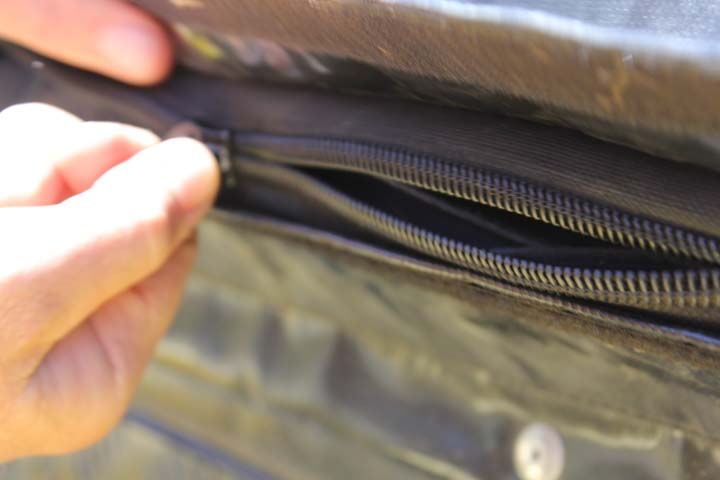 The cause of our zipper problems, with dust.
